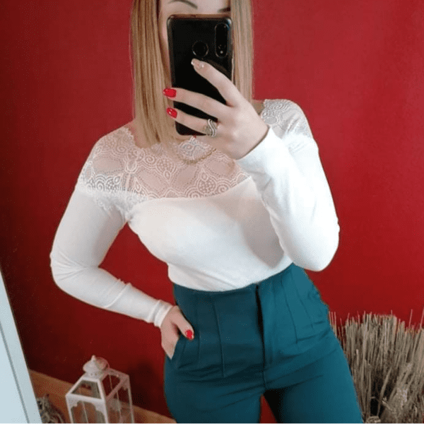 Blouse blanche à dentelles